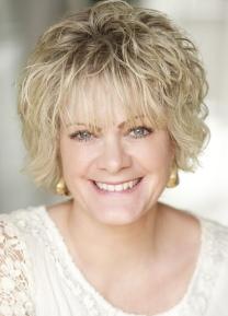 Claire Dyer Headshot